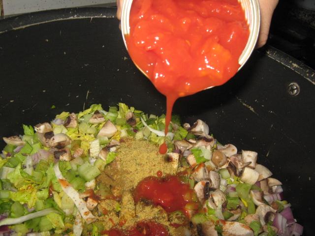 اضافه الطماط والبهارات